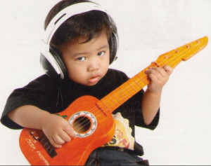 child-mini-guitar-gitarist-kiev-ua
